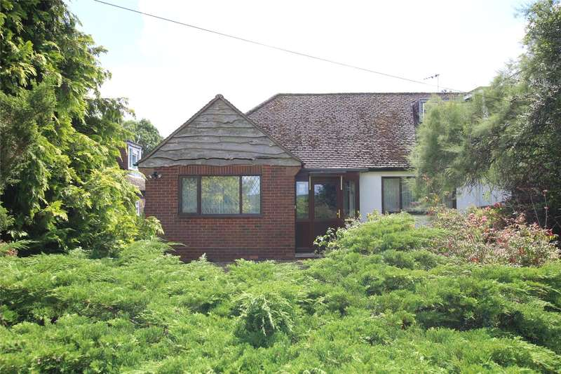 2 Bedrooms Semi Detached Bungalow for sale in Singlets Lane, Flamstead, St. Albans, Hertfordshire, AL3