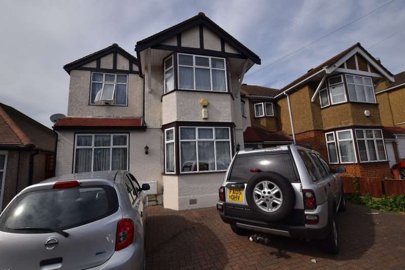 5 Bedrooms Semi Detached House for sale in Merrivale Avenue, Ilford, London, IG4