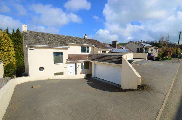 3 Bedrooms Detached House for sale in Old Totnes Road, Buckfastleigh, Devon