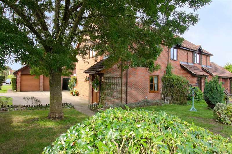 3 Bedrooms End Of Terrace House for sale in Brackenbury, Andover
