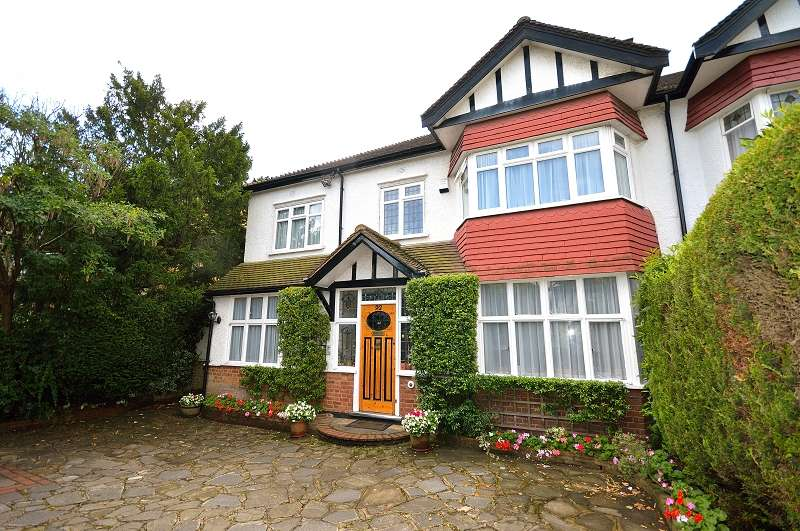 4 Bedrooms Semi Detached House for sale in The Mall , Southgate, London. N14