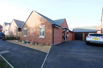 2 Bedrooms Bungalow for sale in Lovett Close, Sapcote, Leicestershire