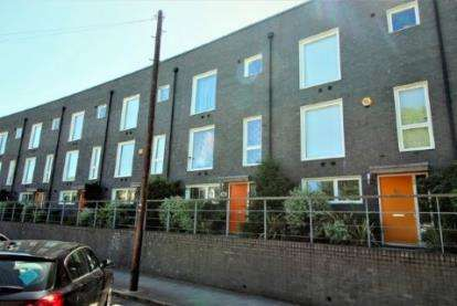 4 Bedrooms Terraced House for sale in Barking, Essex