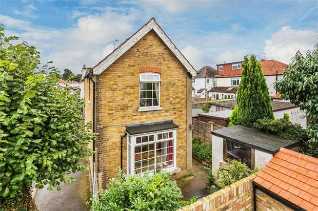 2 Bedrooms Detached House for sale in Green Lane Avenue, Hersham, WALTON-ON-THAMES, Surrey