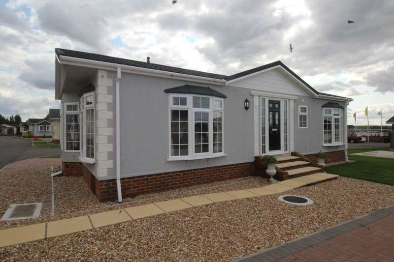 2 Bedrooms Detached Bungalow for sale in Faversham Road, Seasalter, Whitstable, CT5