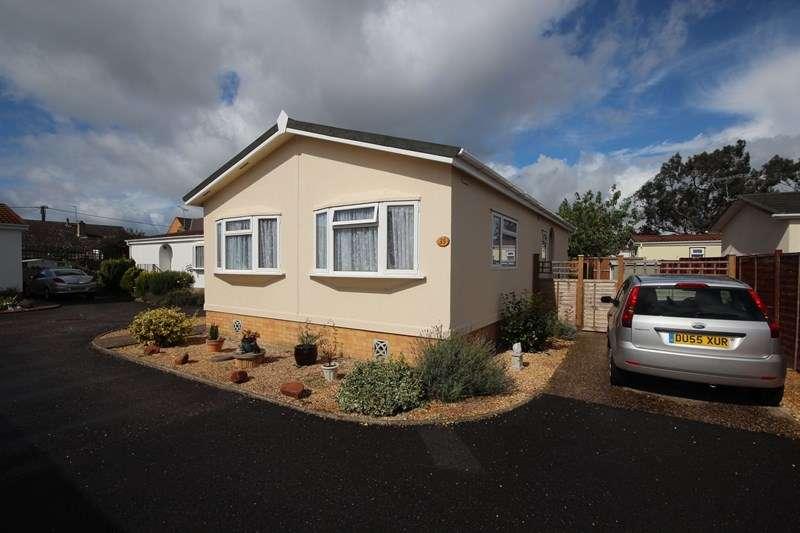 2 Bedrooms Property for sale in Pilgrim Park, Ringwood
