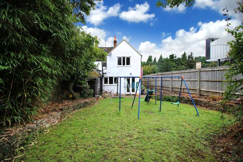 3 Bedrooms Semi Detached House for sale in Crawley Road, Horsham