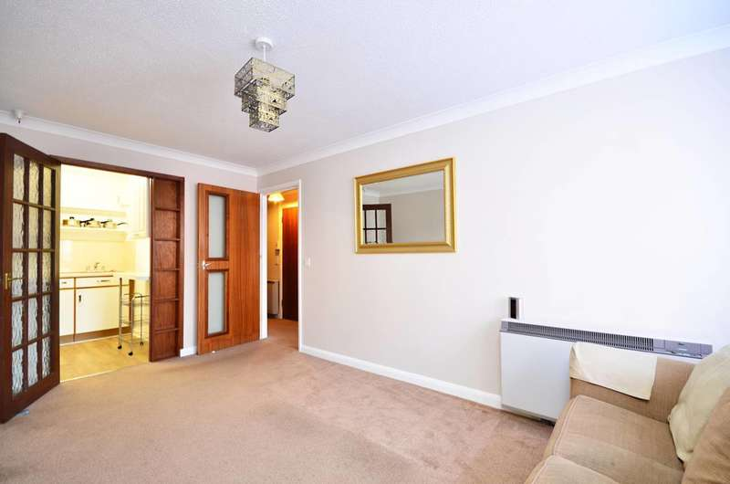 1 Bedroom Flat for sale in Allingham Court, Summers Road, Farncombe, GU7
