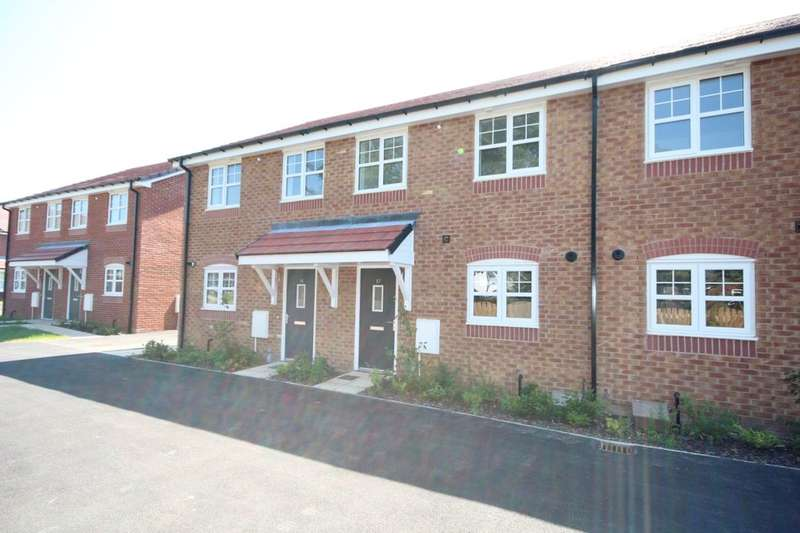 3 Bedrooms Terraced House for sale in Lapwing Close, Claughton-On-Brock, Preston, PR3