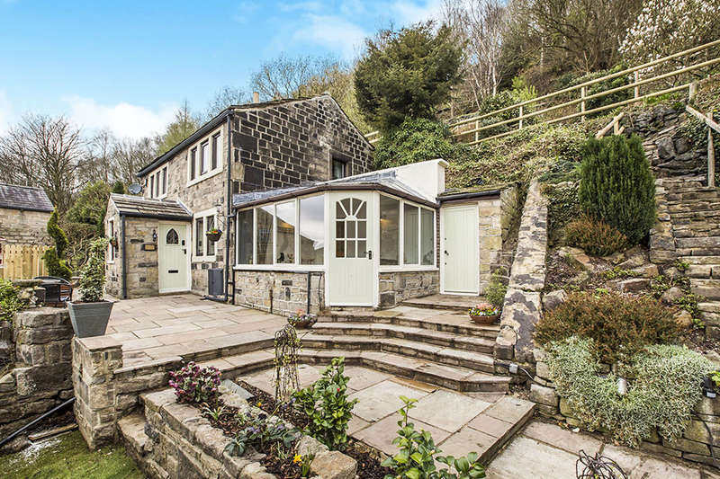 4 Bedrooms Detached House for sale in Heptonstall Road, Hebden Bridge, HX7