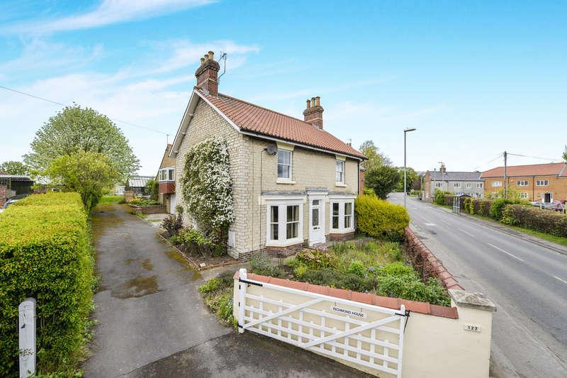 4 Bedrooms Detached House for sale in Scarborough Road, Norton, Malton, YO17