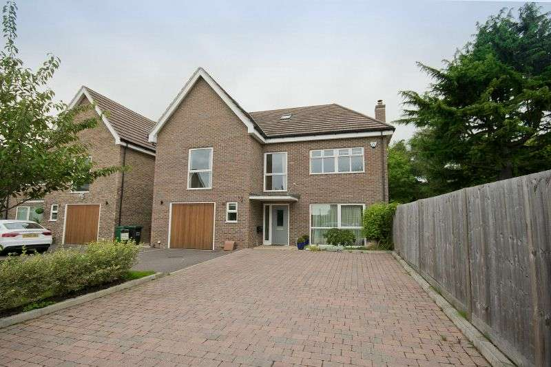 5 Bedrooms Detached House for sale in Upper Hill Rise, Rickmansworth, Hertfordshire WD3