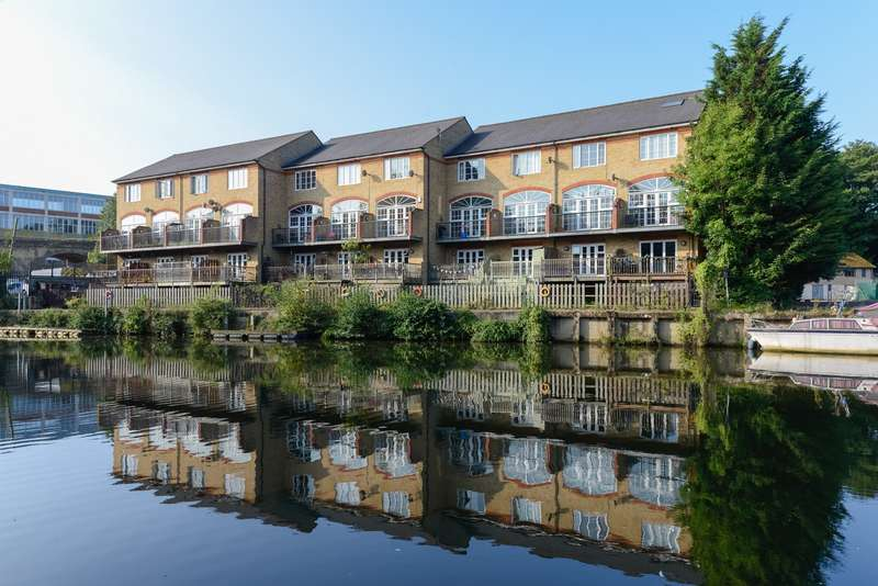 3 Bedrooms Town House for sale in Waterside Gate, St. Peters Street, Maidstone, ME16