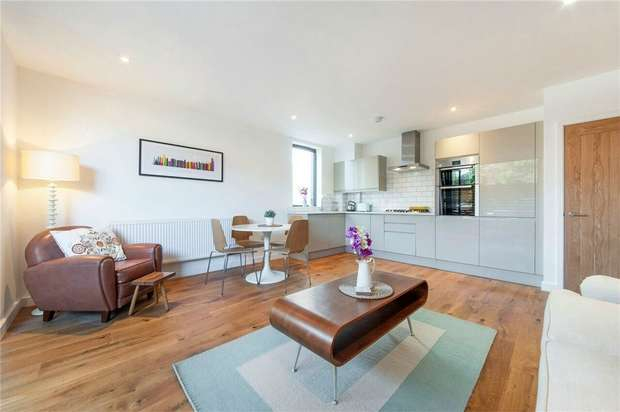 2 Bedrooms Flat for sale in Robson Avenue, Willesden, London