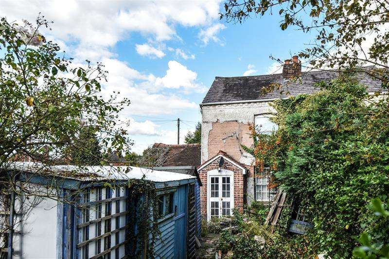 2 Bedrooms Cottage House for sale in Wildmoor Lane, Bromsgrove