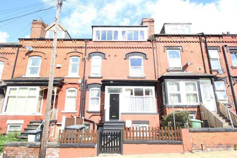4 Bedrooms Terraced House for sale in Bayswater Place, Leeds, LS8