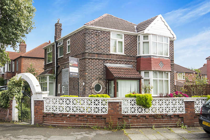 4 Bedrooms Detached House for sale in Strathmore Avenue, Manchester, M16
