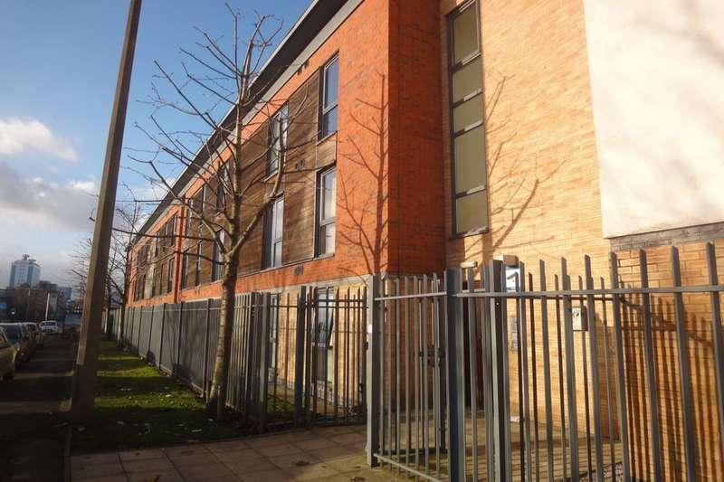 2 Bedrooms Flat for sale in Ordsall Lane, Salford, M5