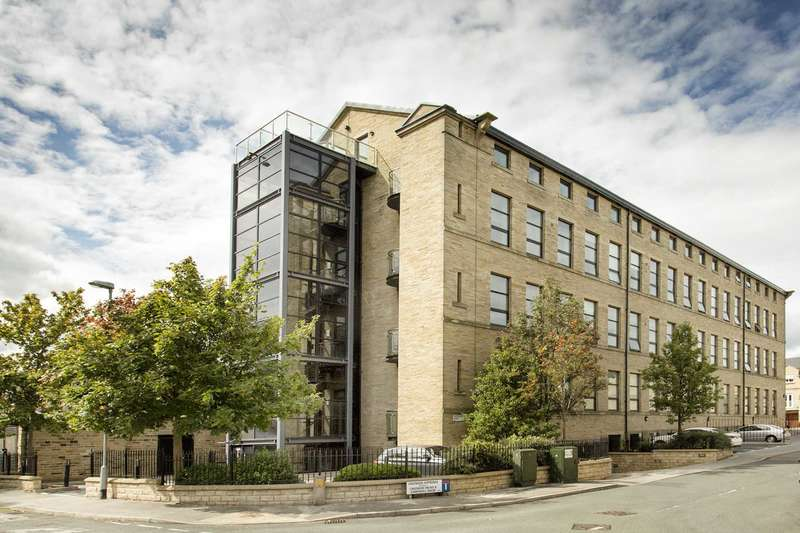 3 Bedrooms Penthouse Flat for sale in 33 Cavendish Court, Drighlington, BD11 1DA