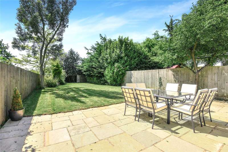 3 Bedrooms End Of Terrace House for sale in Priory Close, Denham, Buckinghamshire, UB9