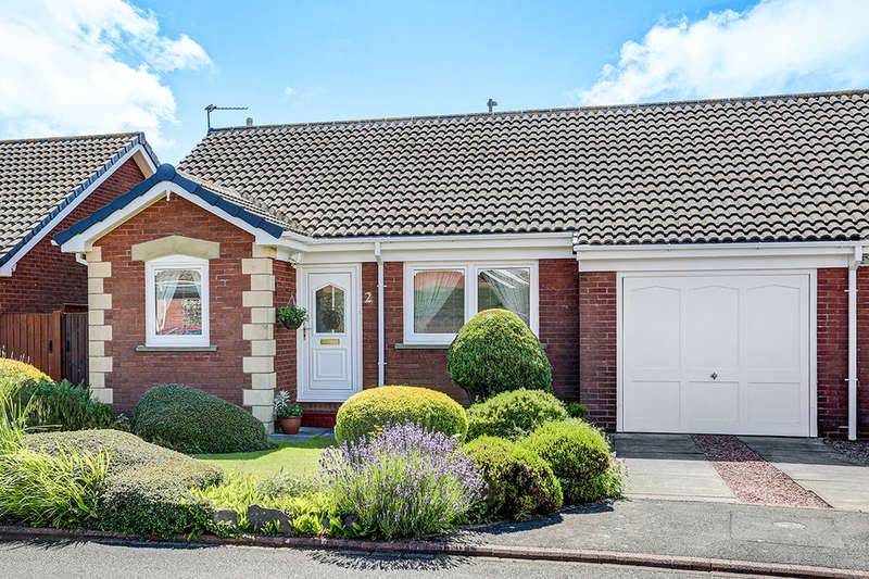 2 Bedrooms Semi Detached Bungalow for sale in Blagdon Drive, Blyth, NE24