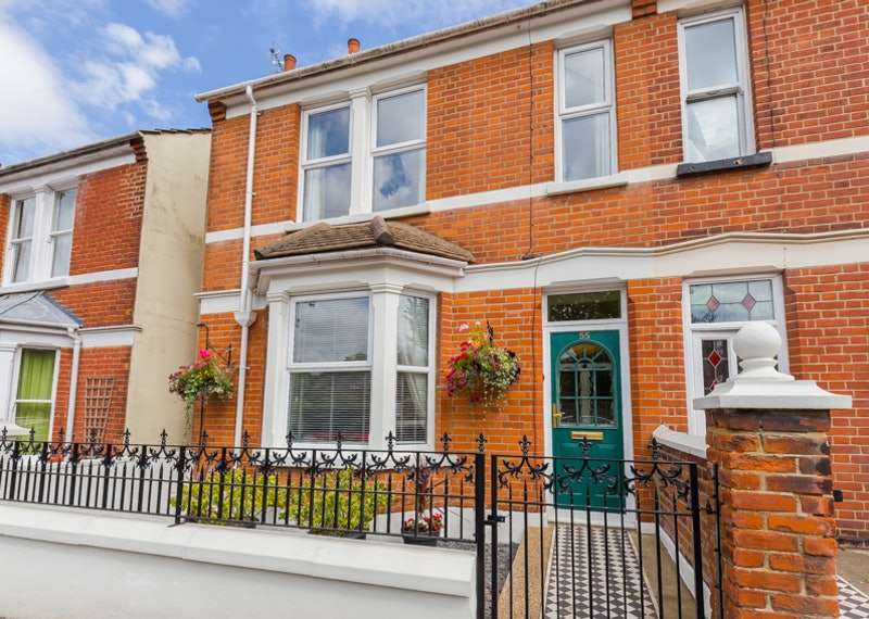 3 Bedrooms Semi Detached House for sale in Cleave Road, Gillingham, Kent, ME7