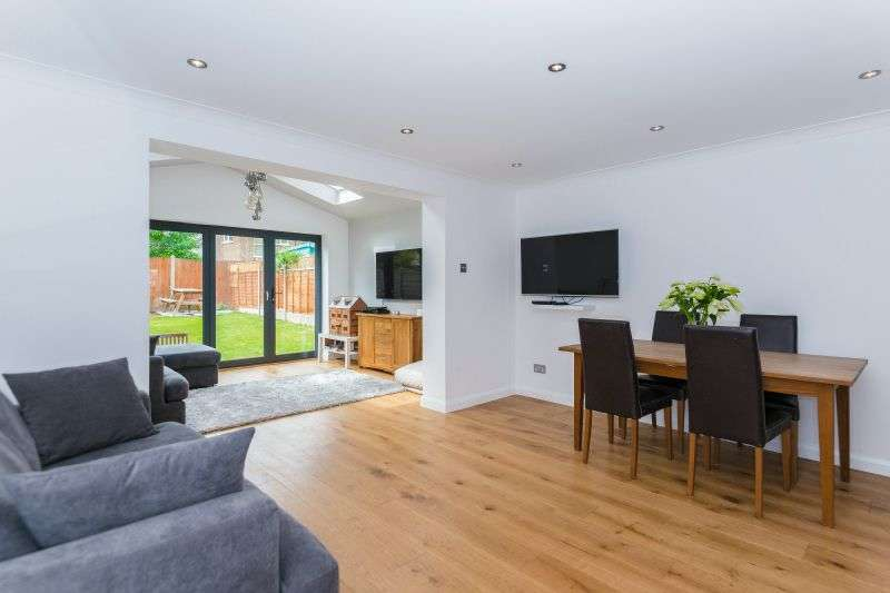 4 Bedrooms End Of Terrace House for sale in Manor Way, Croxley Green, Hertfordshire, WD3