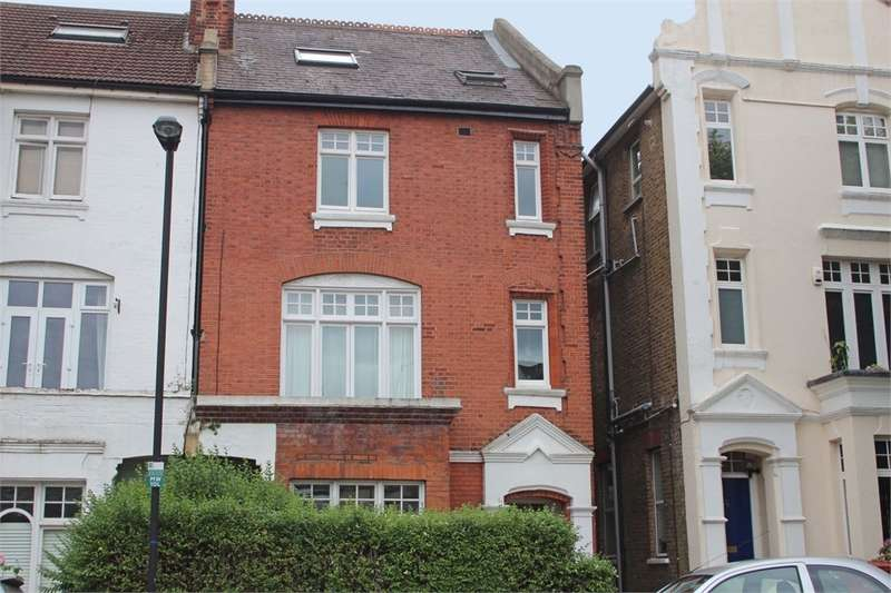 3 Bedrooms Flat for sale in Muswell Road, Muswell Hill, London