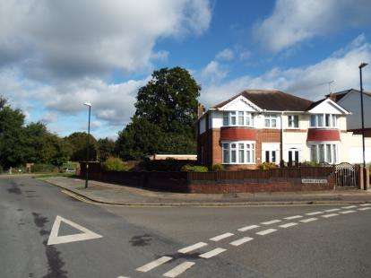 3 Bedrooms Semi Detached House for sale in Shorncliffe Road, Coundon, Coventry