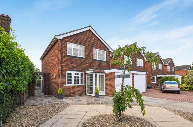 4 Bedrooms Detached House for sale in Grove Park Road, London SE9