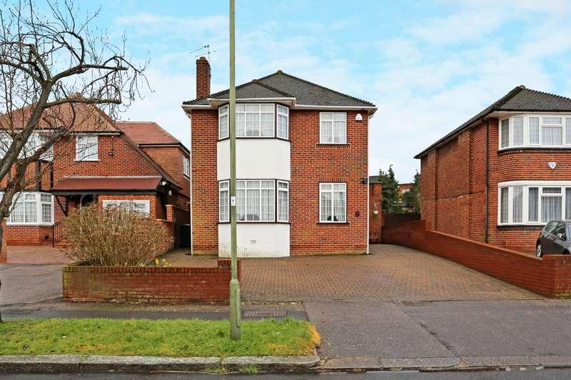 4 Bedrooms Detached House for rent in Francklyn Gardens Edgware HA8