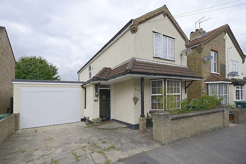 3 Bedrooms Detached House for sale in Chestnut Grove, Staines-upon-Thames, Surrey, TW18