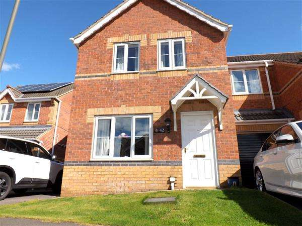 3 Bedrooms Semi Detached House for sale in Linnet Way, Clowne, Chesterfield