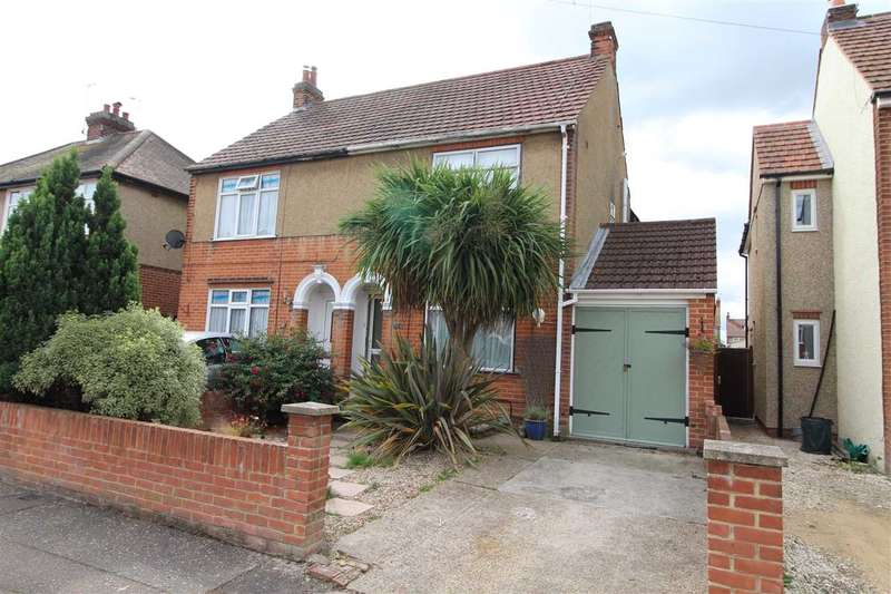 3 Bedrooms Semi Detached House for sale in Canwick Grove, Colchester