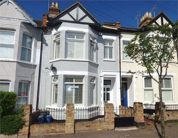 3 Bedrooms Terraced House for sale in Beach Avenue, Leigh-on-Sea, Leigh on sea, SS9 1HW