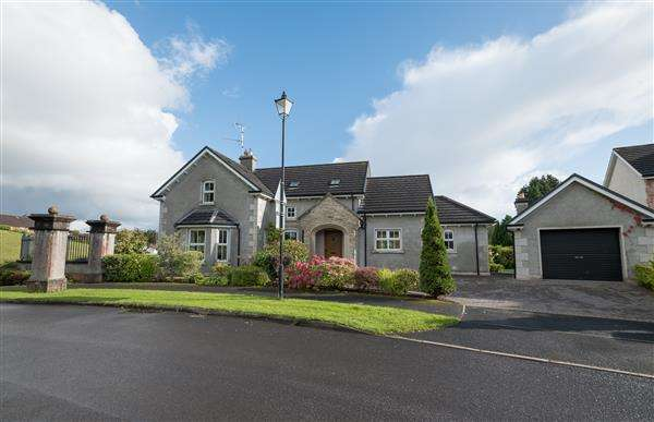 3 Bedrooms Detached House for sale in 2 Silverhill Manor
