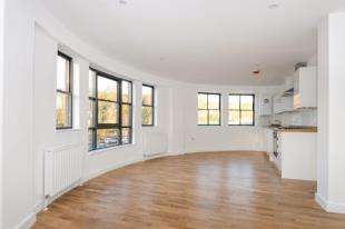 1 Bedroom Flat for sale in Whyteleafe Hill, Warlingham