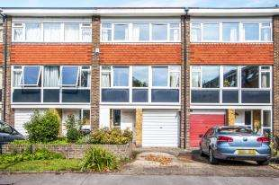 3 Bedrooms Terraced House for sale in Bracewood Gardens, Park Hill, Croydon, Surrey