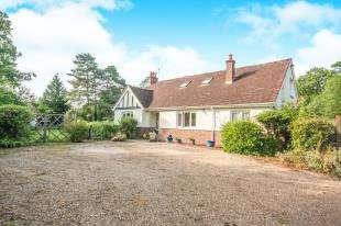 6 Bedrooms Bungalow for sale in Meath Green Lane, Horley, Surrey