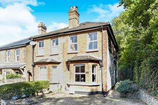 3 Bedrooms Semi Detached House for sale in Maple Road, Whyteleafe, Surrey