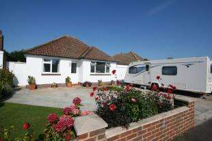 3 Bedrooms Bungalow for sale in Courtland Road, Polegate