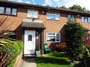 3 Bedrooms Terraced House for sale in Ormesby Close, London