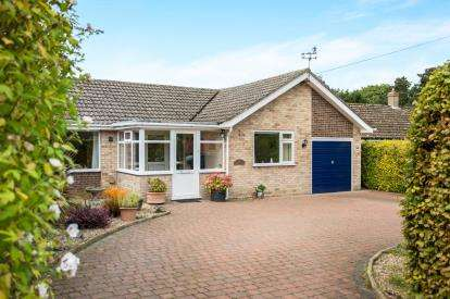 2 Bedrooms Bungalow for sale in West Runton, Norfolk
