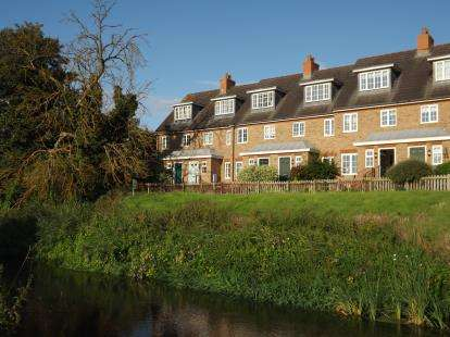 3 Bedrooms Terraced House for sale in Ivel Bury, Biggleswade, Bedfordshire
