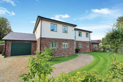 4 Bedrooms Detached House for sale in High Street, Winterbourne, Bristol