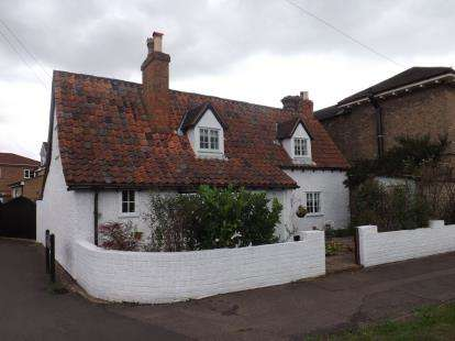 3 Bedrooms Detached House for sale in London Road, Sandy, Bedfordshire
