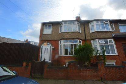 3 Bedrooms Semi Detached House for sale in Chestnut Road, Abington, Northampton, Northamptonshire