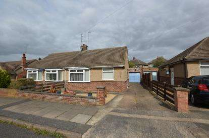 2 Bedrooms Bungalow for sale in Spinney Hill Crescent, Parklands, Northampton, Northamptonshire