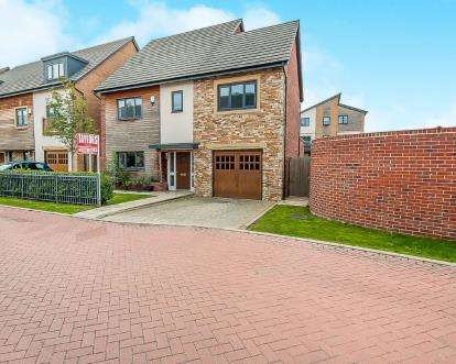 4 Bedrooms Detached House for sale in Beluga Close, Off London Road, Peterborough, Cambridgeshire