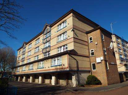 3 Bedrooms Maisonette Flat for sale in Harold Court, Holdbrook South, Waltham Cross, Hertfordshire